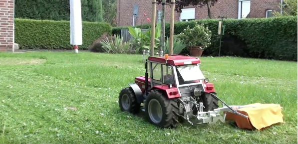 World S Smallest Tractor : World s tiniest tractor leaves a big impression struck corp