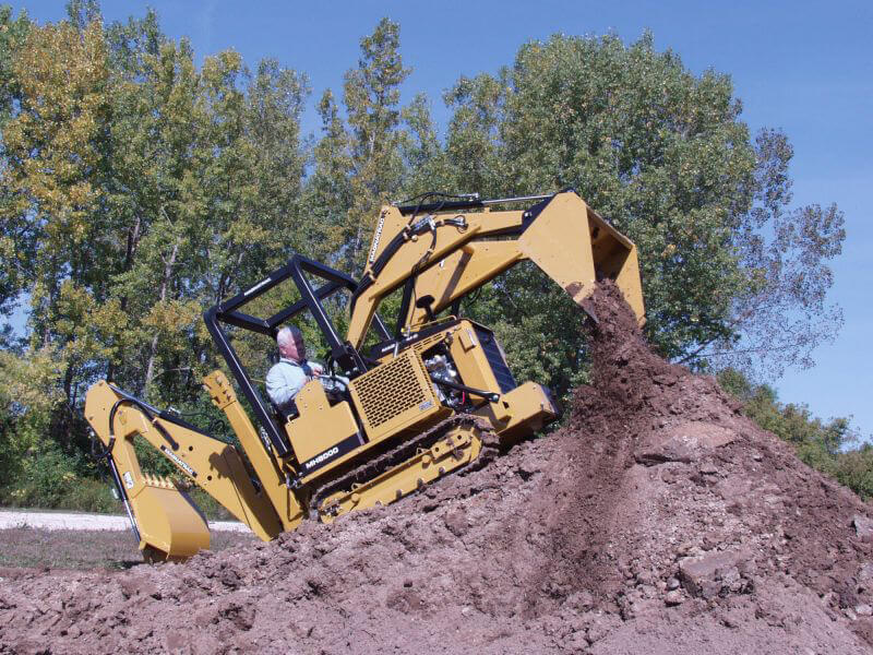 MAGNATRAC® MH8000crawler tractor, Advantages of Tractor Tracks vs. Tires