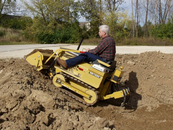 MAGNATRAC® RS1000 Mini Bulldozer - Struck Corp